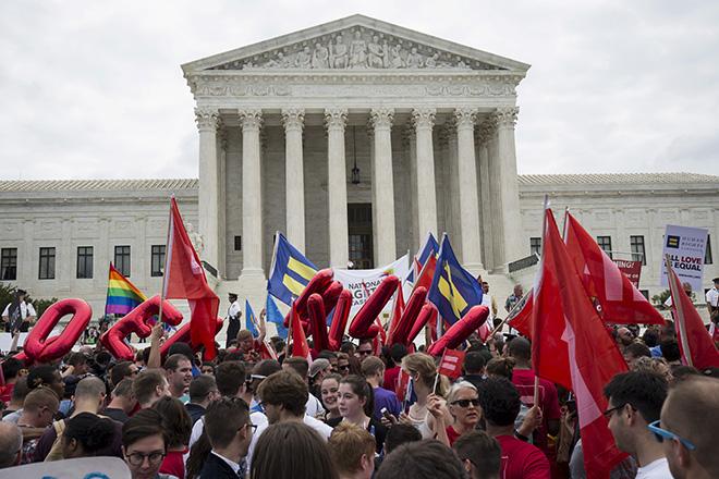 Οι ΗΠΑ νομιμοποίησαν τον γάμο ζευγαριών του ίδιου φύλου σε όλη τη χώρα