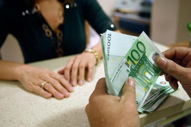 Πότε αποδεσμεύει τραπεζικούς λογαριασμούς η εφορία