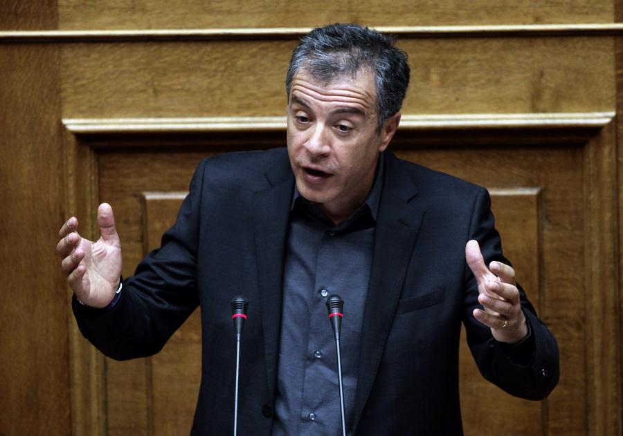 Θεοδωράκης: Κυβέρνηση εθνικής ενότητας και με τη συμμετοχή του ΣΥΡΙΖΑ