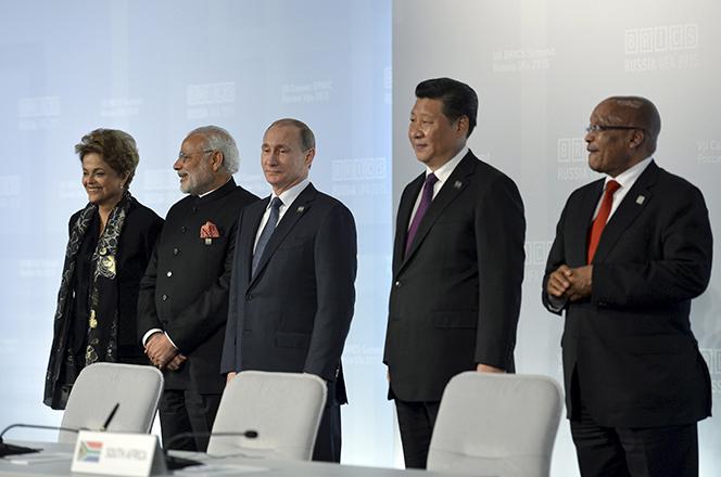 Οι BRICS θα δανείζουν λεφτά από… του χρόνου