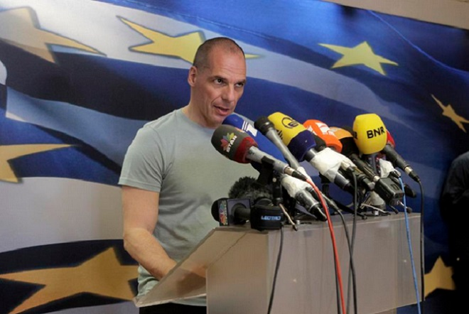 Βαρουφάκης: Στην Ελλάδα κυκλοφορούν δύο νομίσματα