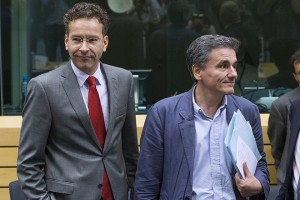 Newly appointed Greek Finance Minister Euclid Tsakalotos (R) and Eurogroup President Jeroen Dijsselbloem (L) attend a euro zone finance ministers meeting on the situation in Greece in Brussels, Belgium, July 7, 2015. Greece faces a last chance to stay in the euro zone on Tuesday when Prime Minister Alexis Tsipras puts proposals to an emergency euro zone summit after Greek voters resoundingly rejected the austerity terms of a defunct bailout. REUTERS/Yves Herman - RTX1JDTE