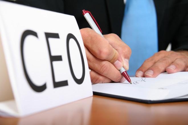 Σε απολύσεις και μειώσεις μισθών προχώρησαν τέσσερις στους δέκα CEOs
