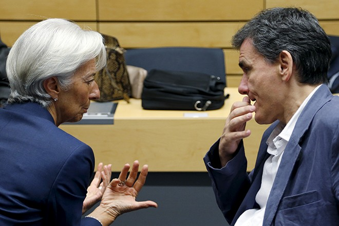 "International Monetary Fund (IMF) Managing Director Christine Lagarde talks to Greek Finance Minister Euclid Tsakalotos (R) during a euro zone finance ministers meeting in Brussels, Belgium, July 12, 2015. Euro zone leaders will fight to the finish to keep near-bankrupt Greece in the euro zone on Sunday after the European Union's chairman cancelled a planned summit of all 28 EU leaders that would have been needed in case of a ""Grexit"".  REUTERS/Francois Lenoir - RTX1K290"