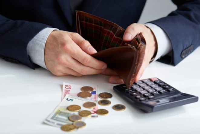 Οι φόροι που βάζουν «φωτιά» στην τσέπη μας