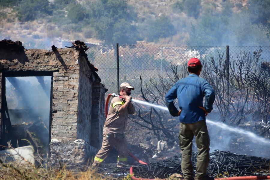 Σε πλήρη επιφυλακή οι δυνάμεις ασφαλείας μετά το μπαράζ πυρκαγιών