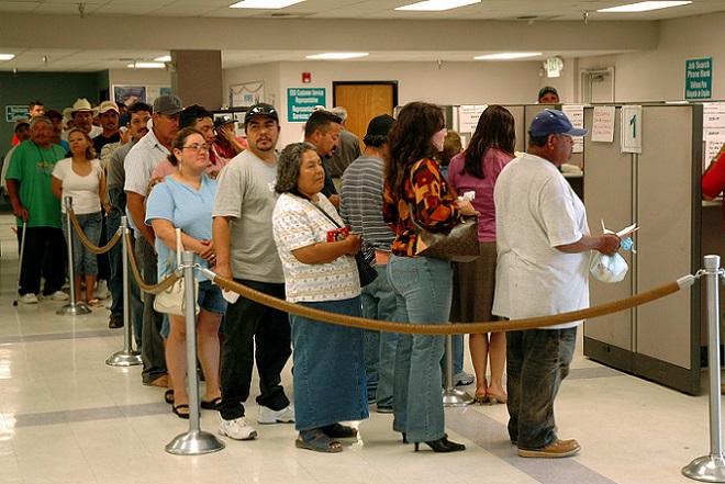 ΗΠΑ: Σε χαμηλό 42 ετών οι αιτήσεις για επίδομα ανεργίας
