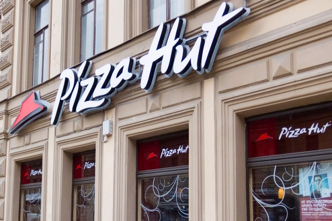 H Pizza Hut χαρίζει 50.000 δολάρια σε ένα τυχερό φίλαθλο