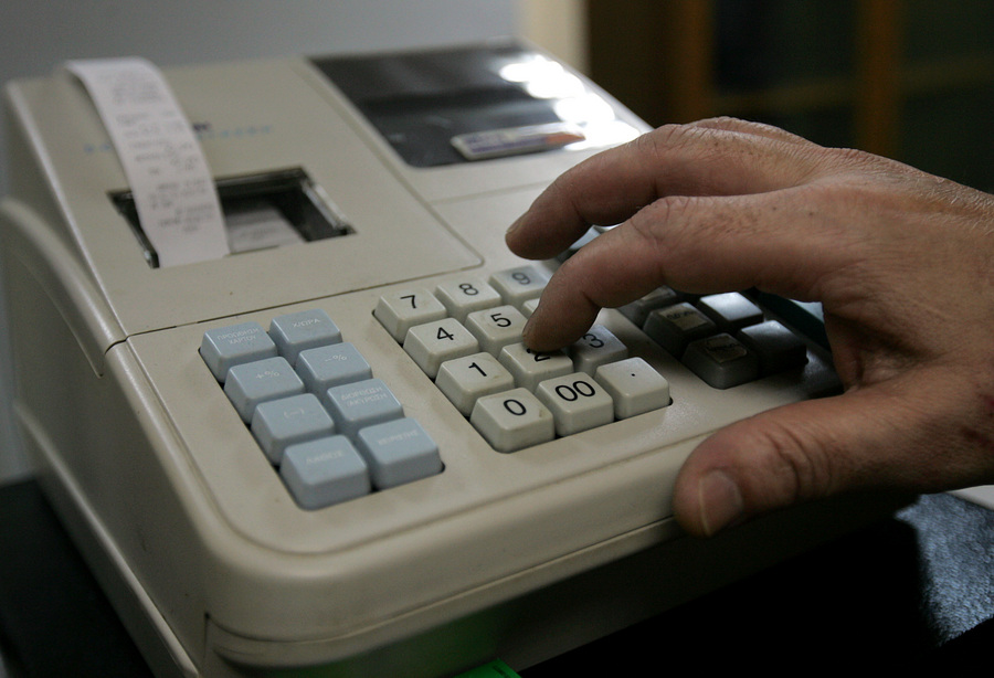 «Λαβράκια» πιάνουν οι φορολογικές αρχές σε Μύκονο και Σαντορίνη