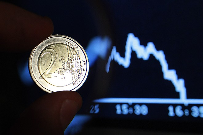 A two euro coin is seen through a magnifying glass near a picture of German share trading DAX index at Frankfurt's stock exchange, in this photo illustration taken in Rome August 8, 2011. European stocks resumed their sell-off on Monday, with a blue-chip index dropping for the 11th session in a row, as a downgrade of U.S. debt fuelled fears the world's No.1 economy could slip into recession.        REUTERS/Tony Gentile (ITALY - Tags: BUSINESS) - RTR2PQD2