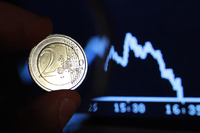 Στις αγορές βγαίνει και πάλι το ελληνικό Δημόσιο με το 10ετές ομόλογο