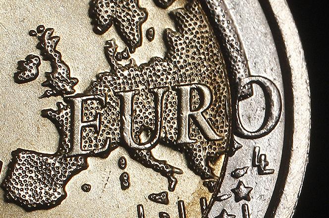 Οι Ευρωπαίοι δείχνουν πρωτοφανή υποστήριξη για το ευρώ σύμφωνα με το ευρωβαρόμετρο