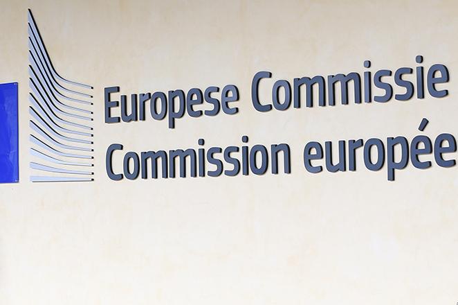 «Καμπανάκια» από την Κομισιόν στην Ελλάδα για τη μη εφαρμογή κοινοτικής νομοθεσίας