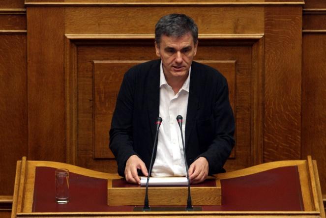 Στη Βουλή το φορολογικό: Μειωμένο αφορολόγητο, τι ισχύει για μπλοκάκια, έκτακτη εισφορά