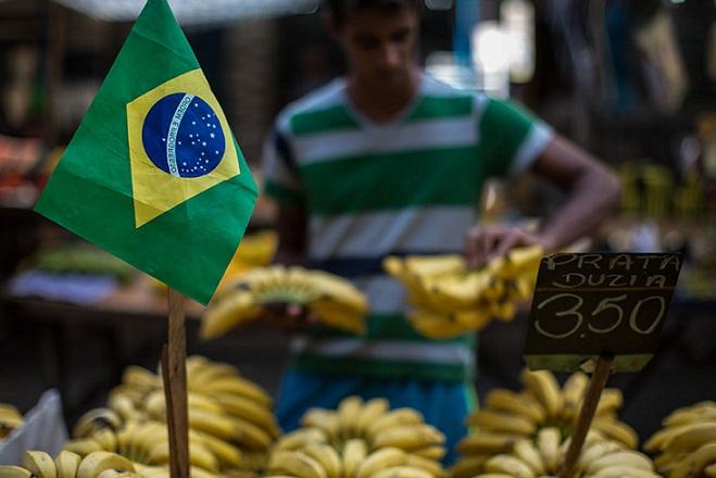 Η Βραζιλία διολισθαίνει στην ύφεση