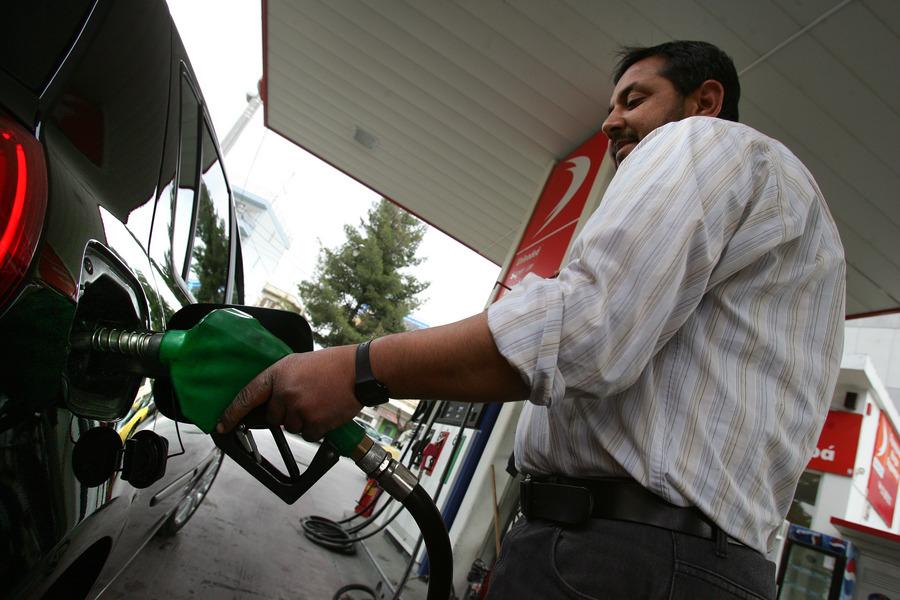 Ακριβότερη έως και 20 λεπτά/λίτρο η βενζίνη στα νησιά