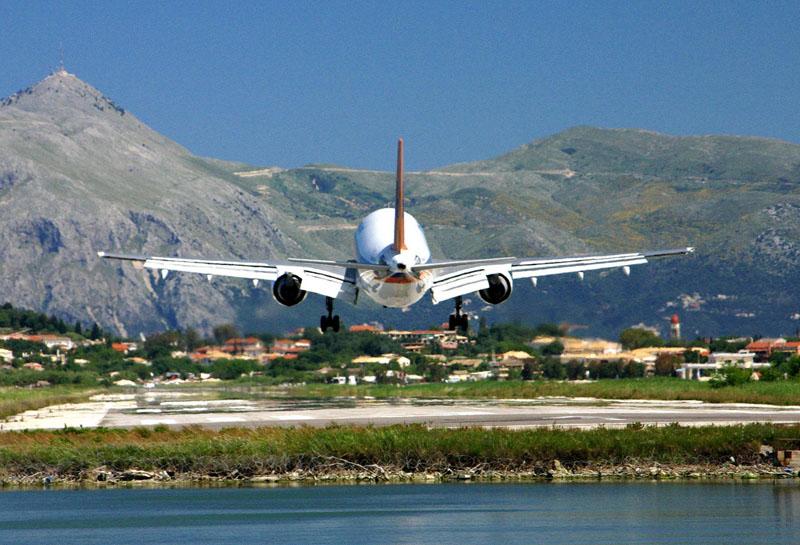 Δημοψήφισμα για 4 αεροδρόμια ετοιμάζει η Περιφέρεια Ιονίων Νήσων