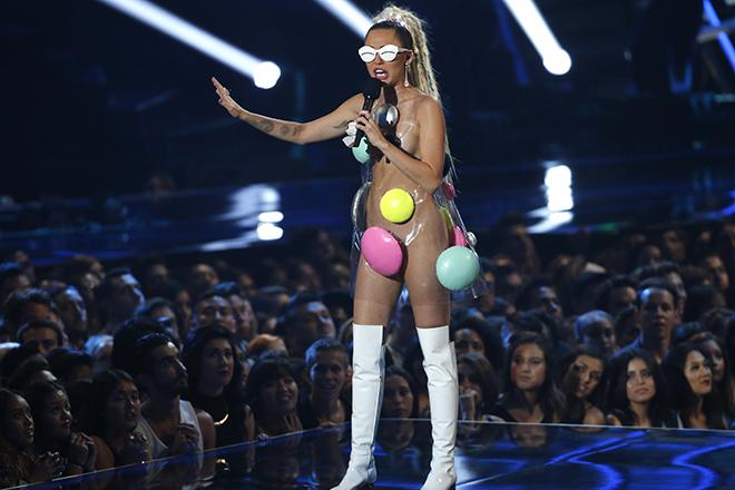 Στα βραβεία MTV Video Music Awards η Μάιλι Σάιρους έκανε πάλι τα δικά της