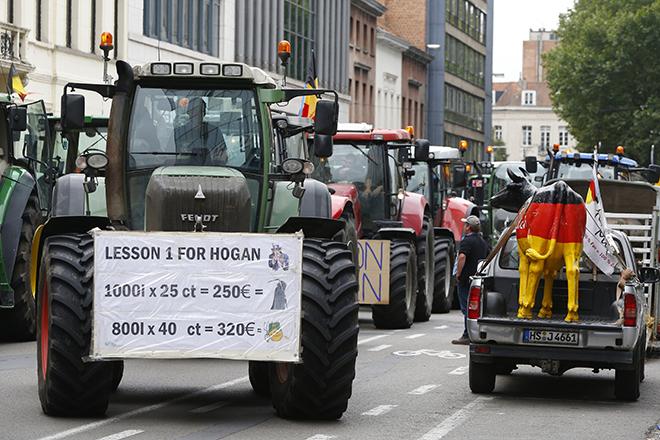 Χιλιάδες Ευρωπαίοι αγρότες απέκλεισαν τις Βρυξέλλες