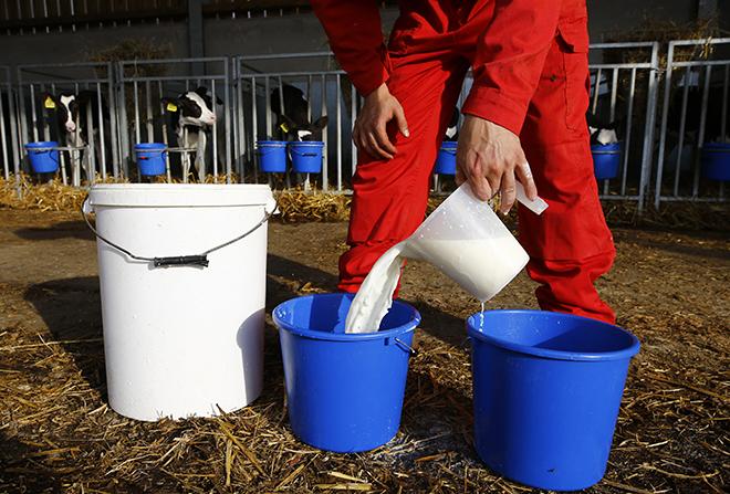Γιατί το γάλα είναι φτηνότερο από το νερό στην Ευρώπη