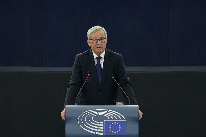 European Commission President Jean-Claude Juncker addresses the European Parliament in Strasbourg, France, September 9, 2015. REUTERS/Vincent Kessler - RTS8NX