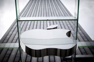 An Apple logo hangs above the entrance to the Apple store on 5th Avenue in the Manhattan borough of New York City, July 21, 2015. Apple Inc said it is experiencing some issues with its App Store, Apple Music, iTunes Store and some other services. The company did not provide details but said only some users were affected. Checks by Reuters on several Apple sites in Asia, Europe and North and South America all showed issues with the services. REUTERS/Mike Segar - RTX1L8VJ