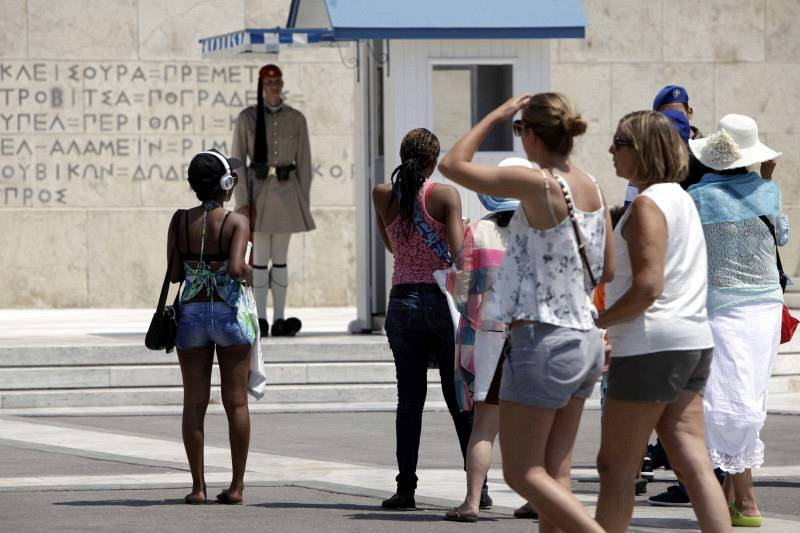 Ο τουρισμός σώζει…την παρτίδα στην Ελλάδα