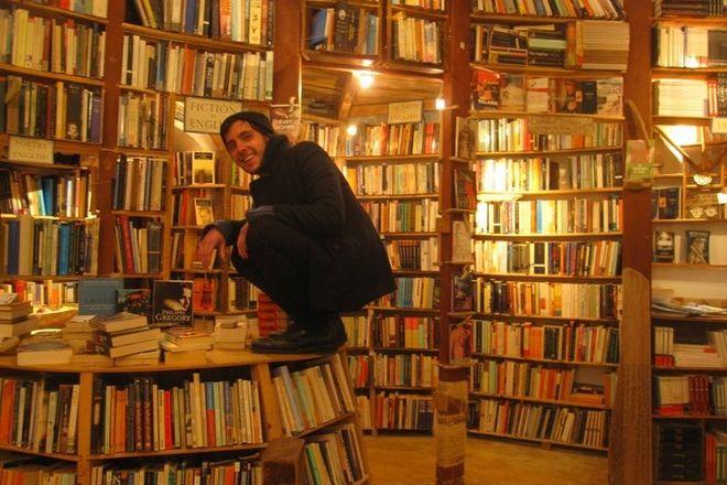 Αtlantis: Το καλύτερο ελληνικό βιβλιοπωλείο του κόσμου κινδυνεύει με αφανισμό