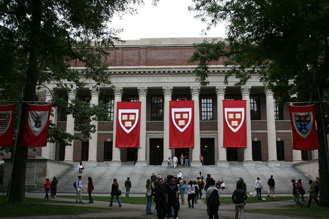 Ποιον γνωστό δισεκατομμυριούχο απέρριψε δέκα φορές το Χάρβαρντ;