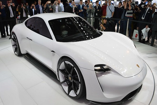 Porsche Mission E: Η νέα των ηλεκτροκινήτων αυτοκινήτων