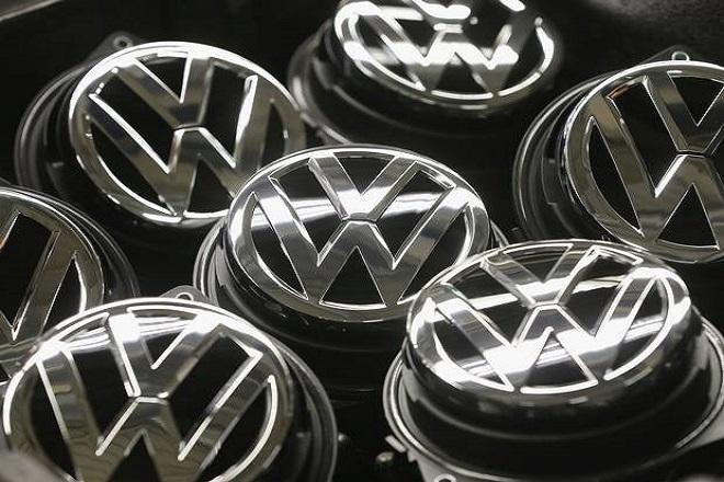 Ο αναπάντεχος λόγος που υποχρεώνει τη Volkswagen να πουλά 600.000 περισσότερα ηλεκτρικά αυτοκίνητα ετησίως