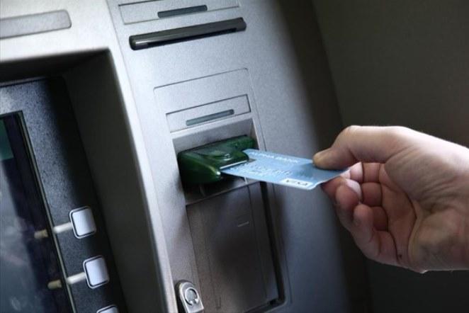 Τράπεζες: Αυτές είναι οι χρεώσεις και οι προμήθειες που καταργούνται για την ώρα