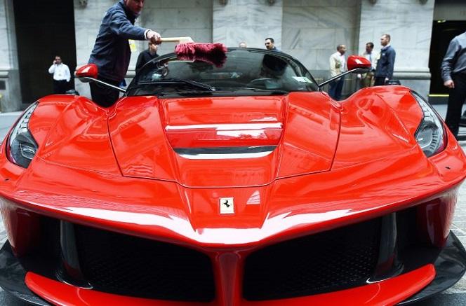 Η Ferrari προ των πυλών της Wall Street