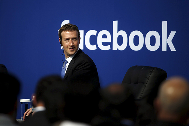 Facebook CEO Mark Zuckerberg is seen on stage during a town hall with Indian Prime Minister Narendra Modi at Facebook's headquarters in Menlo Park, California September 27, 2015. REUTERS/Stephen Lam  - RTX1SQLE