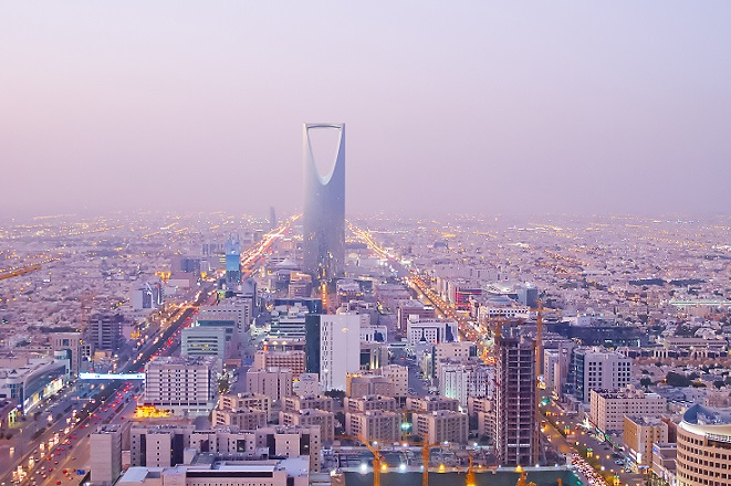 Η Σαουδική Αραβία προετοιμάζεται για μια εποχή χωρίς πετρέλαιο, ρίχνοντας 2 τρισ. δολάρια για επενδύσεις