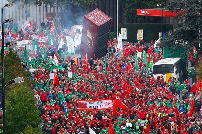 Βρυξέλλες: Χιλιάδες Βέλγοι διαδήλωσαν κατά της λιτότητας
