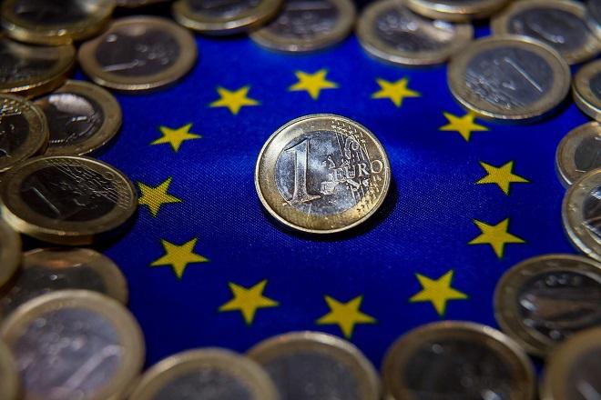 Το 65% των Ελλήνων στηρίζει το ευρώ