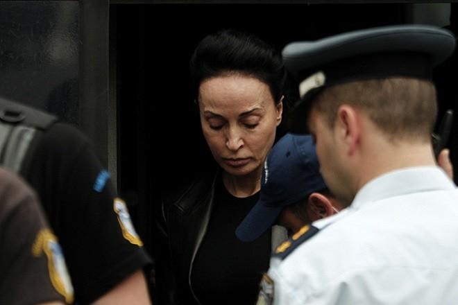 Η σύζυγος του πρώην υπουργού Εθνικής Άμυνας Άκη Τσοχατζόπουλου, Βίκυ Σταμάτη οδηγείται στο Τριμελές Εφετείο Κακουργημάτων, Αθήνα,Τετάρτη 8 Μαϊου 2013. Ενώπιον του Τριμελούς Εφετείου Κακουργημάτων, συνεχίστηκε η δίκη του 'Ακη Τσοχατζόπουλου και των 18 συγκατηγορουμένων του στην υπόθεση διακίνησης παράνομου χρήματος από «μίζες» εξοπλιστικών προγραμμάτων. ΑΠΕ-ΜΠΕ/ΑΠΕ-ΜΠΕ/ΑΛΚΗΣ ΚΩΝΣΤΑΝΤΙΝΙΔΗΣ