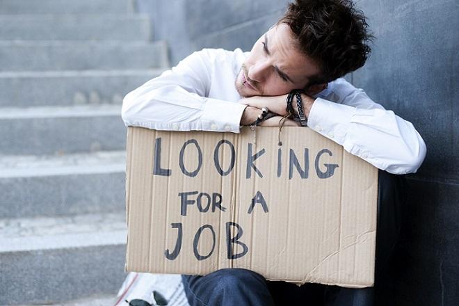 Μικρή μείωση της ανεργία τον Απρίλιο