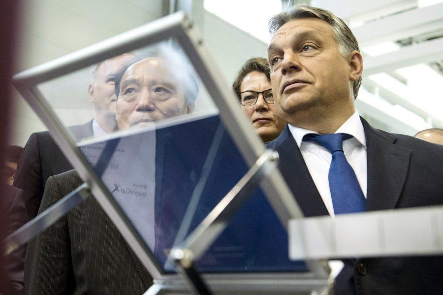 Ο Ούγγρος πρωθυπουργός κατηγορεί Σόρος, χρηματιστές και αριστερούς για το προσφυγικό!