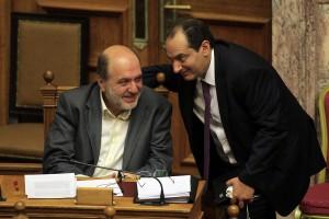 Ο αναπληρωτής υπουργός Οικονομικών Τρύφων Αλεξιάδης (Α) συζητά με τον υπουργό Μεταφορών Χρήστο Σπίρτζη στη συζήτηση και ψήφιση επί της αρχής, των άρθρων και του συνόλου του σχεδίου νόμου του Υπουργείου Οικονομικών «Μέτρα για την εφαρμογή της Συμφωνίας Δημοσιονομικών Στόχων και Διαρθρωτικών Μεταρρυθμίσεων», Πέμπτη 15 Οκτωβρίου 2015. ΑΠΕ-ΜΠΕ/ΑΠΕ-ΜΠΕ/ΟΡΕΣΤΗΣ ΠΑΝΑΓΙΩΤΟΥ