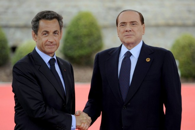 epa02752785 French President Nicolas Sarkozy (L) shakes hands with Italian Prime Minister Silvio Berlusconi (R) outside the Villa le Cercle in Deauville, France, 26 May 2011, during the G8 summit. G8 leaders meeting in France are to call for an end to the bloody repression of protests in Libya and Syria and for Israel and the Palestinians swiftly to engage in meaningful peace talks.  EPA/ERIC FEFERBERG / POOL -
