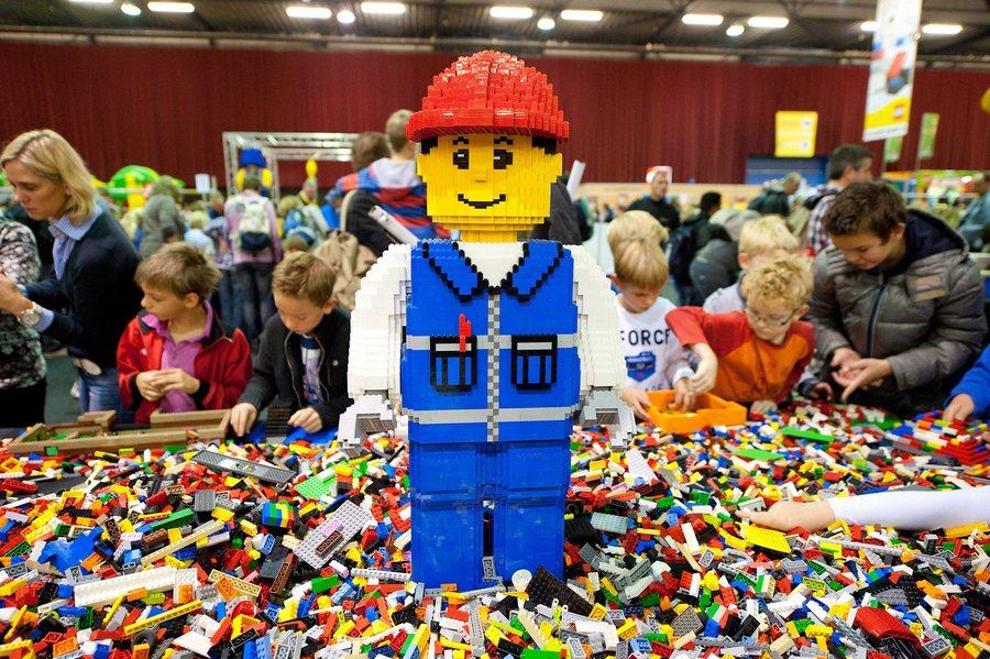 H LEGO φτιάχνει πλαστικές μάσκες για τους γιατρούς της Δανίας