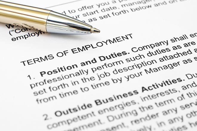 Υψηλή ανεργία και μια «στρατιά» πτυχιούχων χωρίς δουλειά. Τι ζητά τελικά σήμερα η αγορά εργασίας;