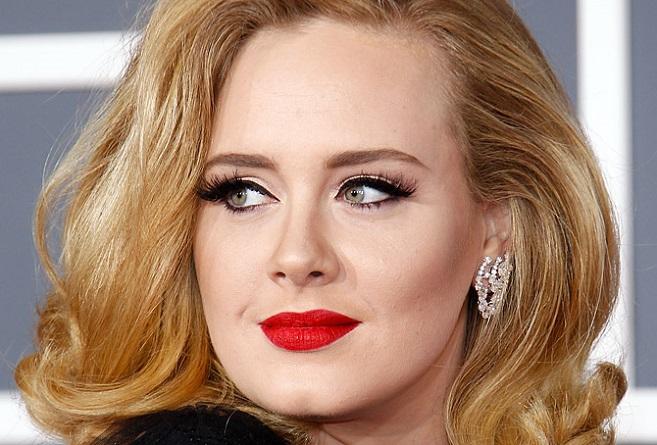 H Adele σπάει όλα τα ρεκόρ στη μουσική