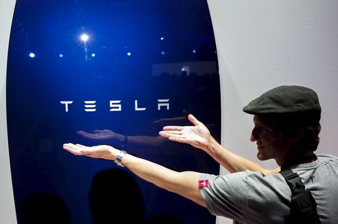 H επανάσταση στην ενέργεια ξεκίνησε: Η Tesla κατασκευάζει ήδη τις περίφημες μπαταρίες
