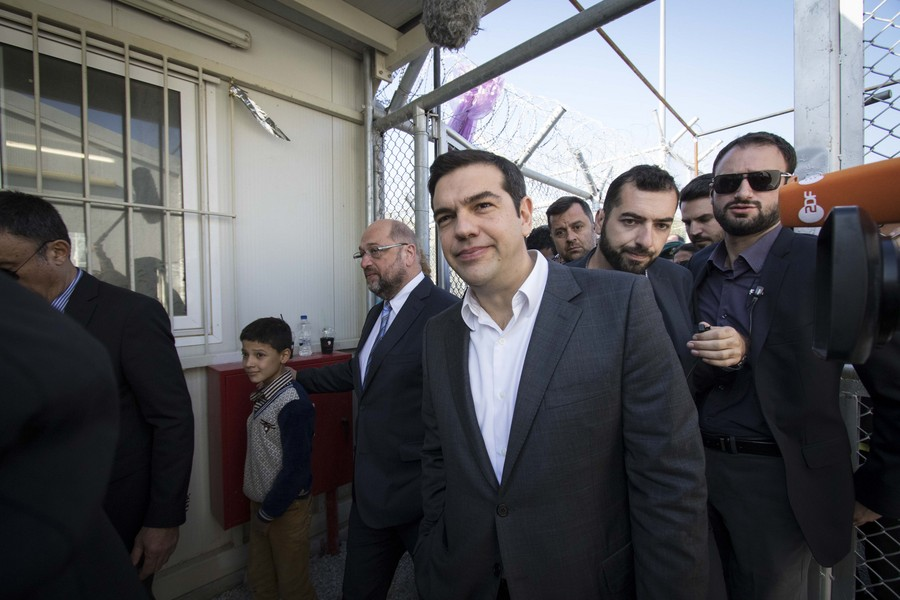 Στην Άγκυρα ο Τσίπρας- Η Τουρκία κρατάει τη λύση για το προσφυγικό