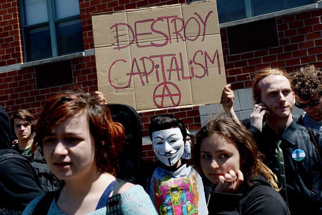Περισσότερο κακό παρά καλό κάνει ο καπιταλισμός, σύμφωνα με νέα δημοσκόπηση