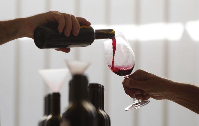 «Πρωταθλητές κόσμου» στην κατανάλωση αλκοόλ οι Ευρωπαίοι – Πόσο πίνουν οι Έλληνες