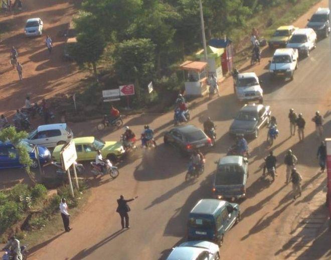 Θρίλερ στο Μάλι: 80 όμηροι αφέθηκαν ελεύθεροι